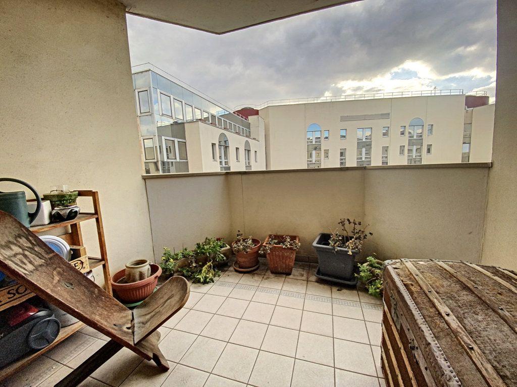 Appartement à vendre 4 82m2 à Paris 19 vignette-6