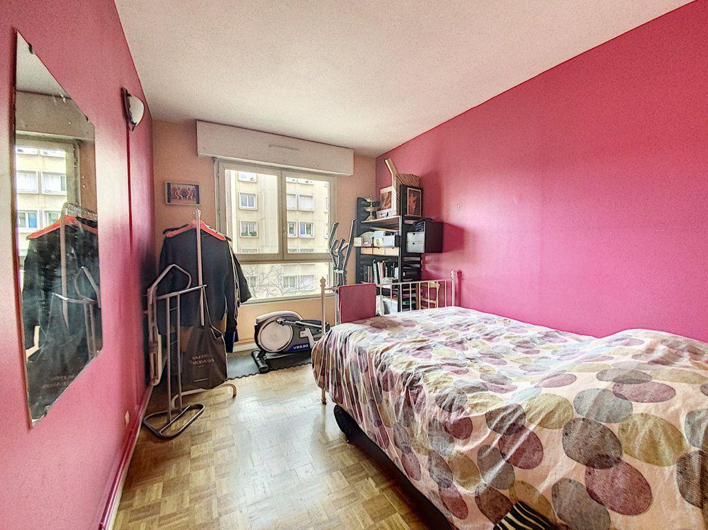 Appartement à vendre 4 82m2 à Paris 19 vignette-8