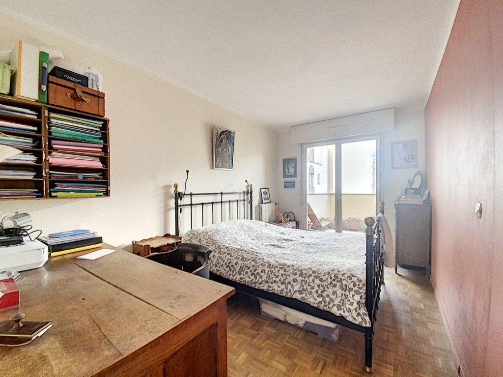 Appartement à vendre 4 82m2 à Paris 19 vignette-9