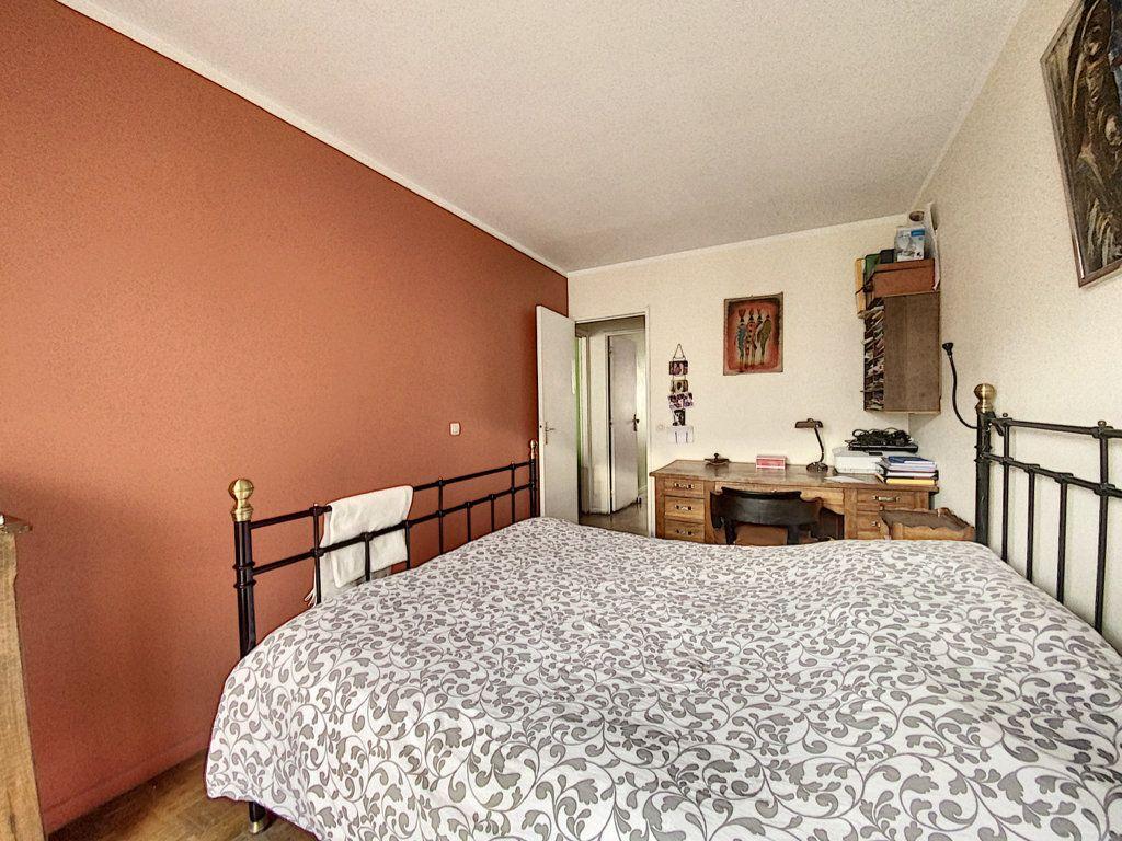 Appartement à vendre 4 82m2 à Paris 19 vignette-10
