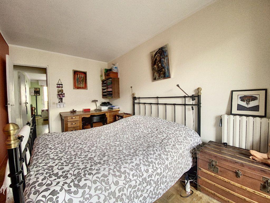 Appartement à vendre 4 82m2 à Paris 19 vignette-11