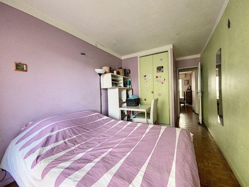 Appartement à vendre 4 82m2 à Paris 19 vignette-12