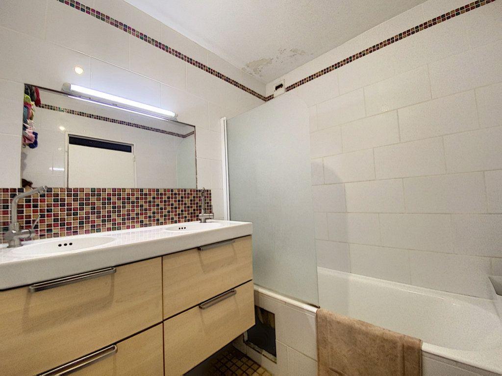 Appartement à vendre 4 82m2 à Paris 19 vignette-13