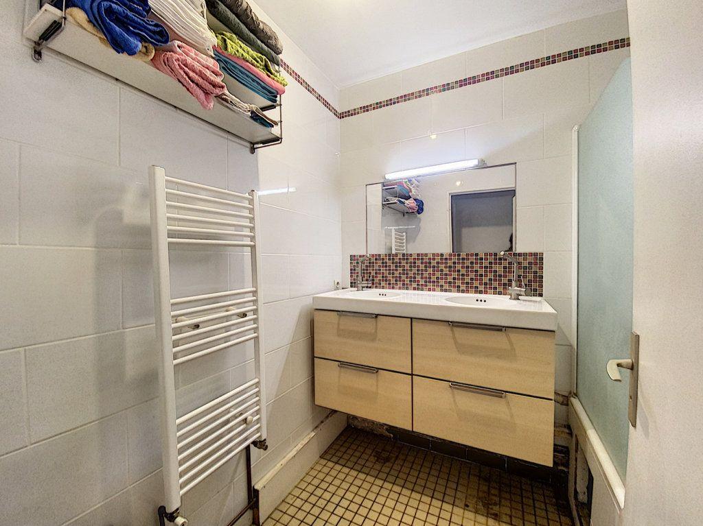 Appartement à vendre 4 82m2 à Paris 19 vignette-14