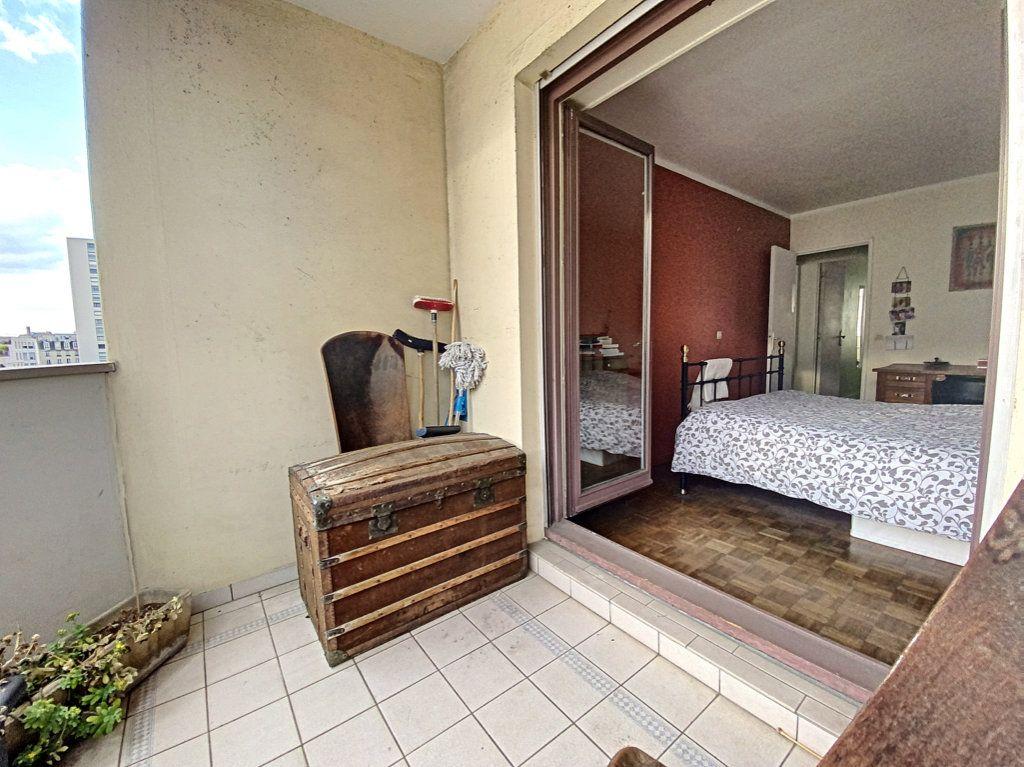 Appartement à vendre 4 82m2 à Paris 19 vignette-16