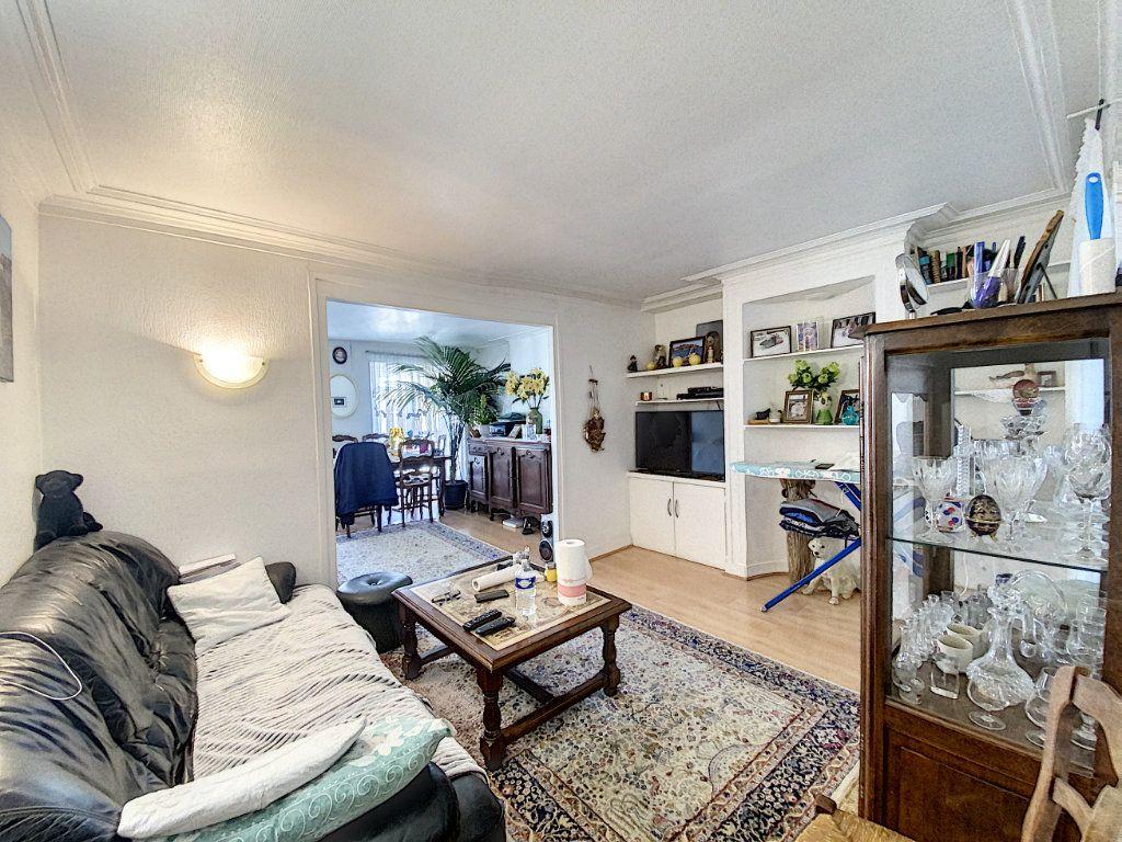 Appartement à vendre 3 52m2 à Paris 10 vignette-1