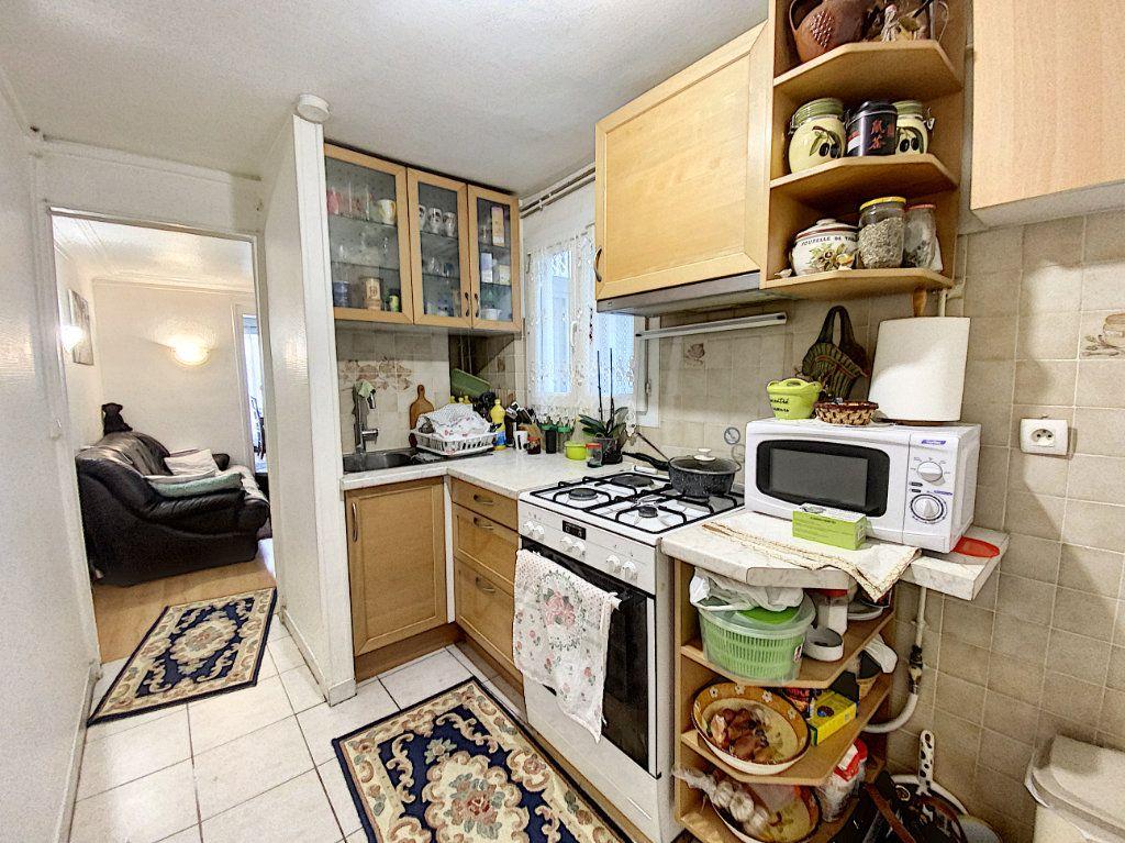 Appartement à vendre 3 52m2 à Paris 10 vignette-4