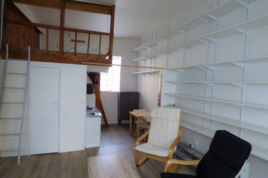Appartement à louer 1 22.53m2 à Paris 10 vignette-2