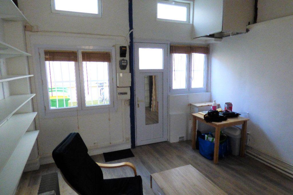 Appartement à louer 1 22.53m2 à Paris 10 vignette-3