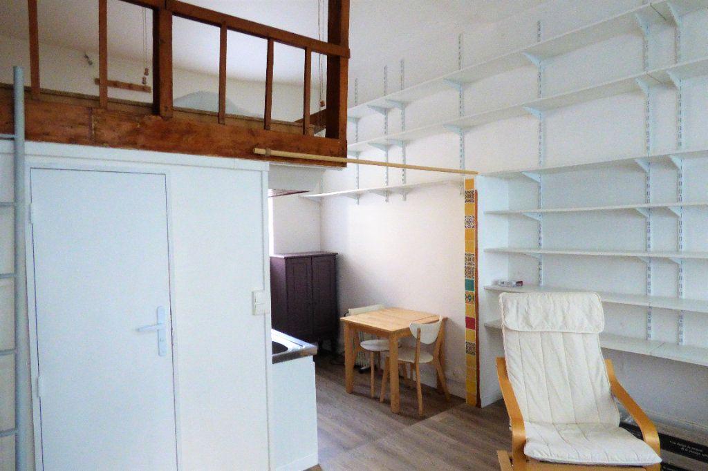 Appartement à louer 1 22.53m2 à Paris 10 vignette-7