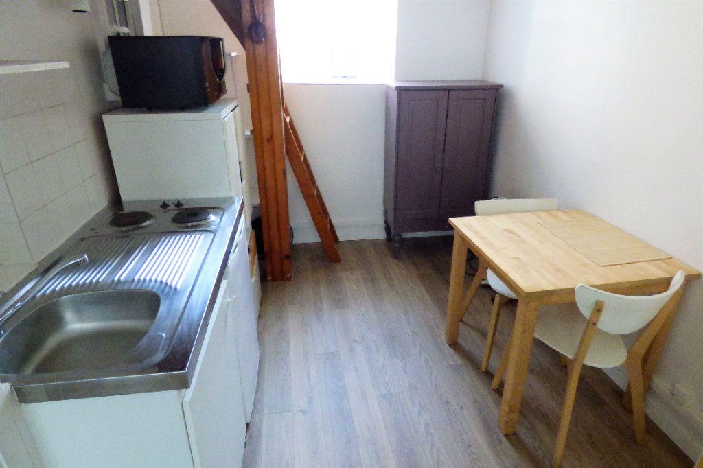 Appartement à louer 1 22.53m2 à Paris 10 vignette-9