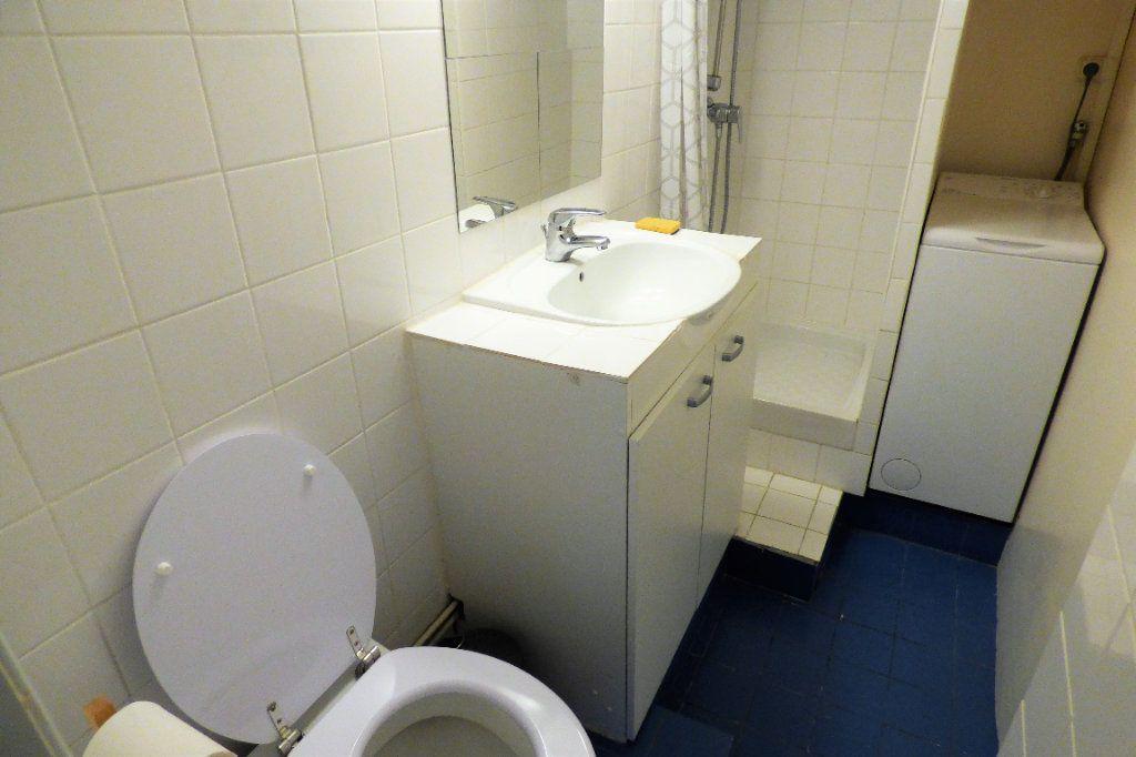 Appartement à louer 1 22.53m2 à Paris 10 vignette-12
