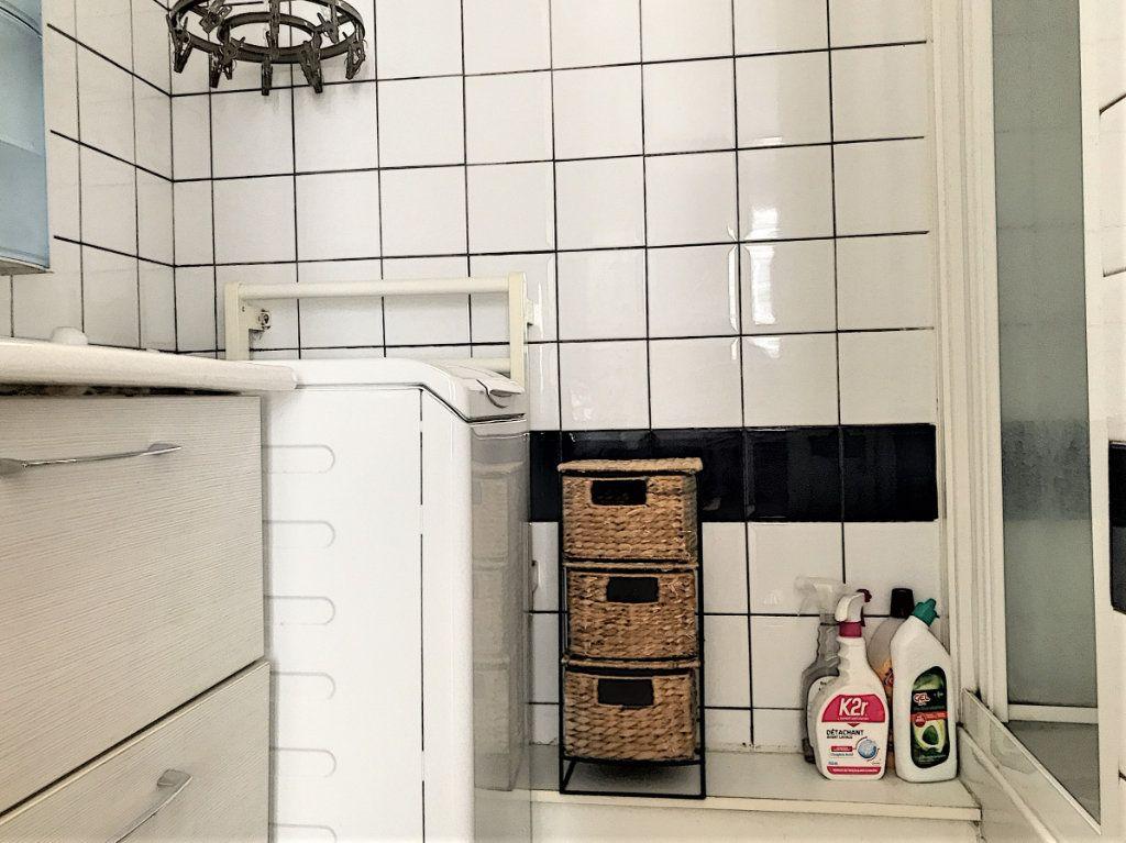 Appartement à vendre 2 28.2m2 à Paris 18 vignette-4