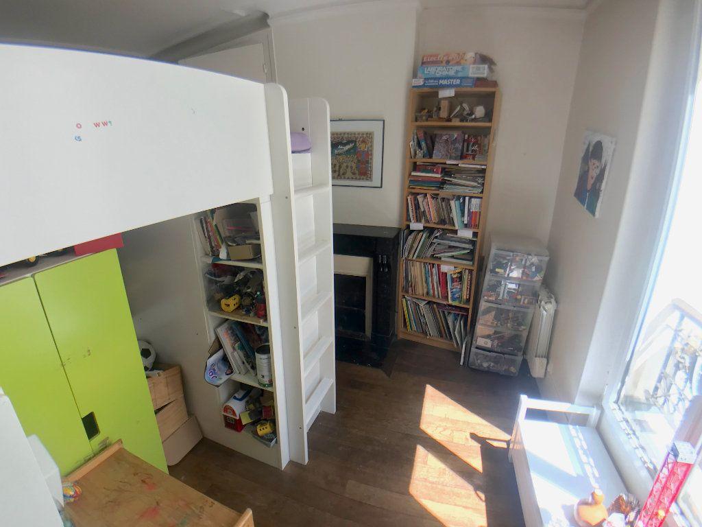 Appartement à vendre 3 46m2 à Paris 10 vignette-6