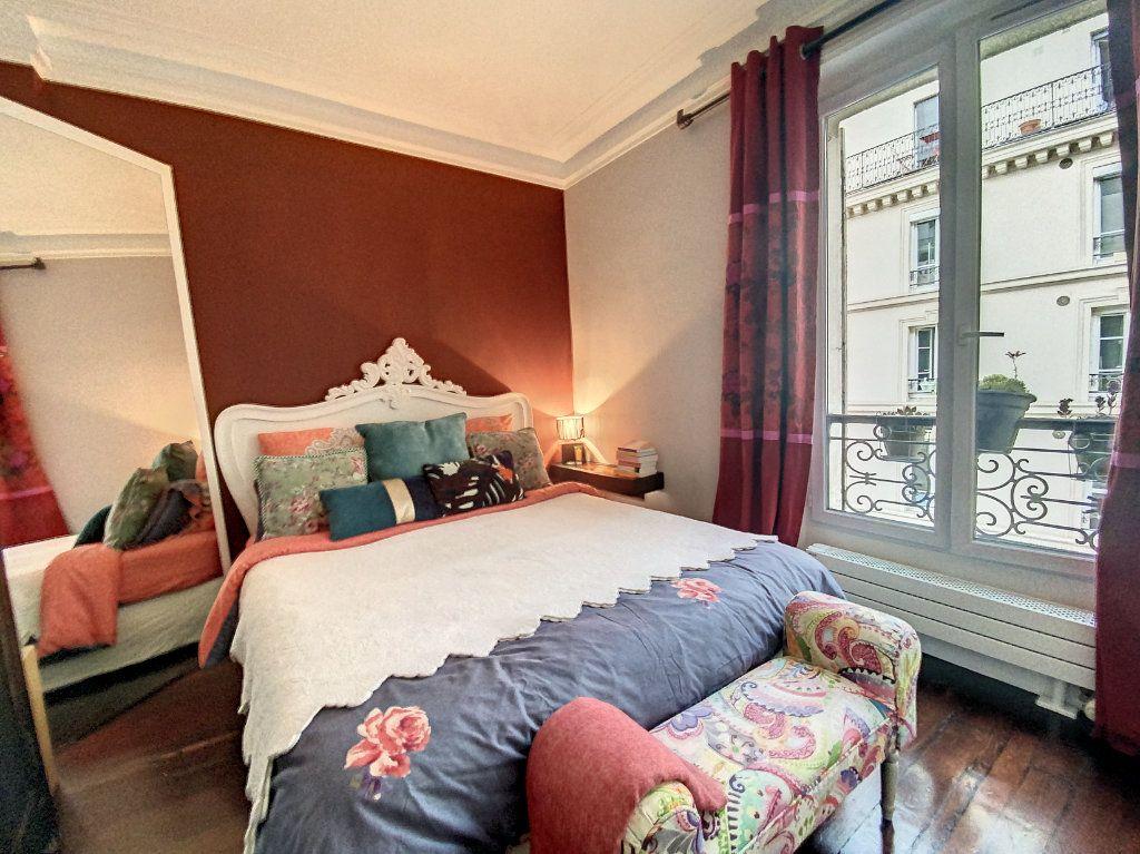 Appartement à vendre 2 45m2 à Paris 10 vignette-3