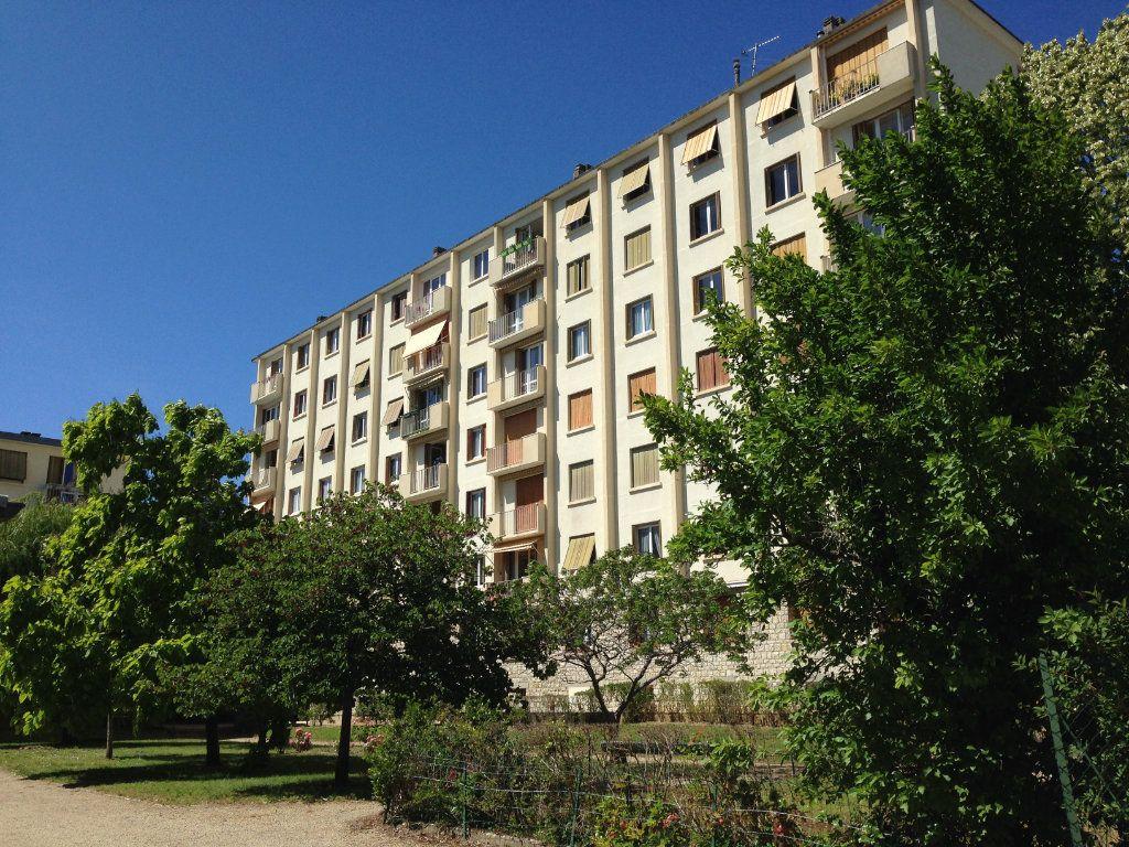Appartement à louer 3 74.25m2 à Fontainebleau vignette-1