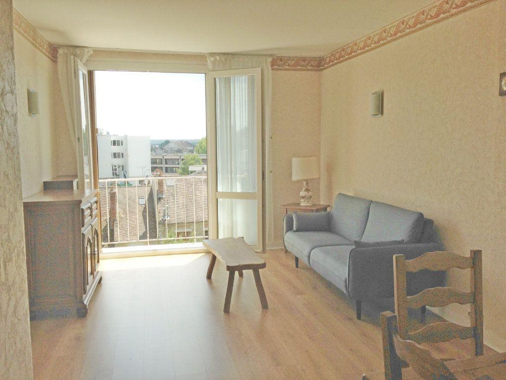 Appartement à louer 3 74.25m2 à Fontainebleau vignette-2