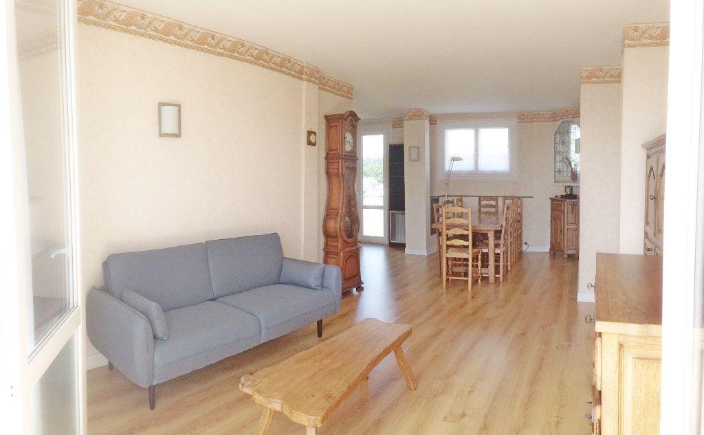 Appartement à louer 3 74.25m2 à Fontainebleau vignette-3