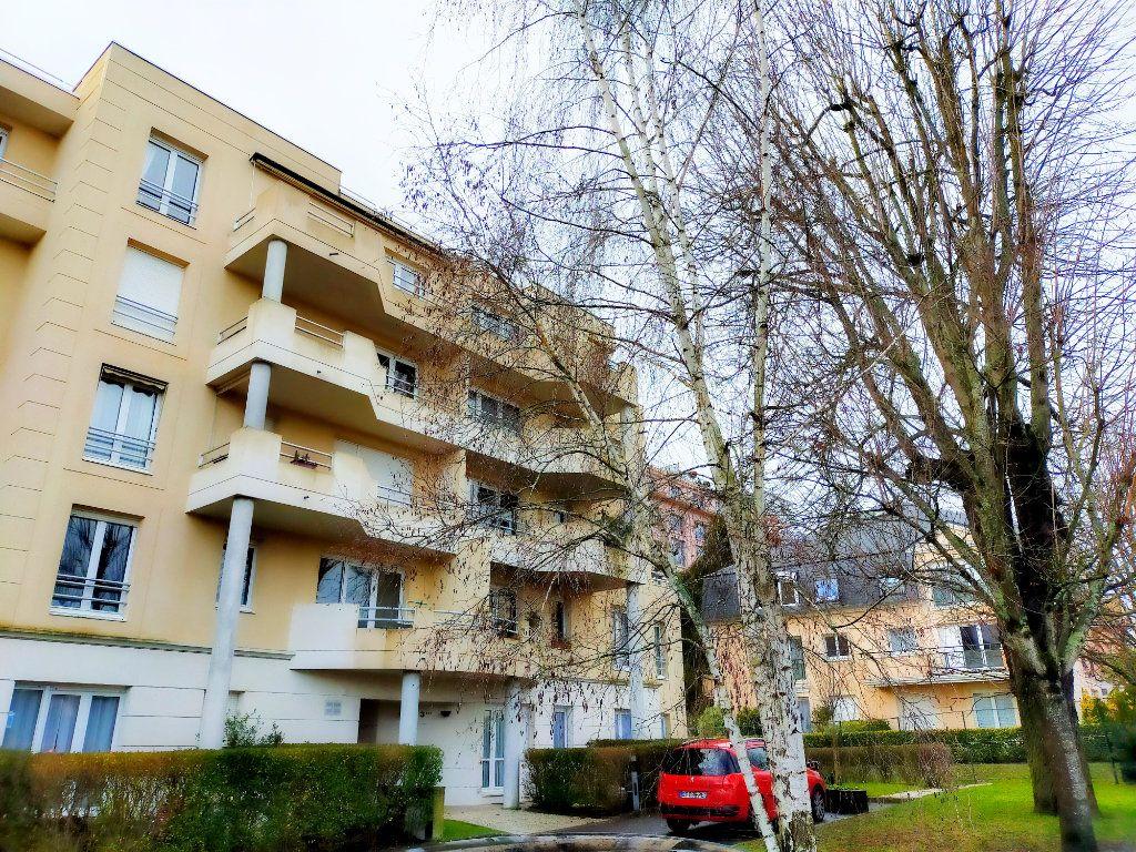 Appartement à louer 1 36m2 à Avon vignette-1
