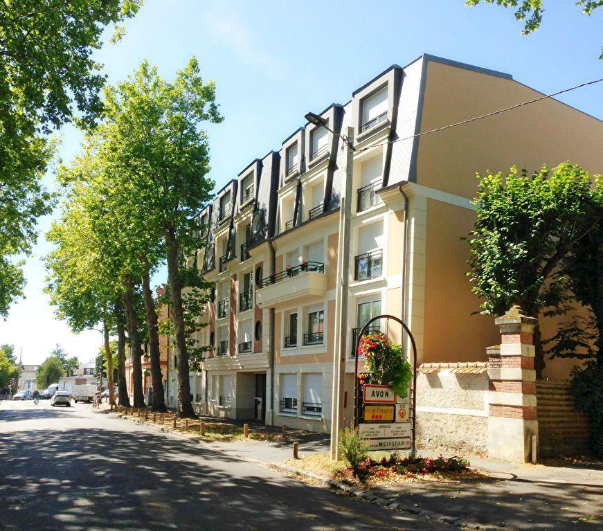 Appartement à louer 3 63m2 à Avon vignette-1