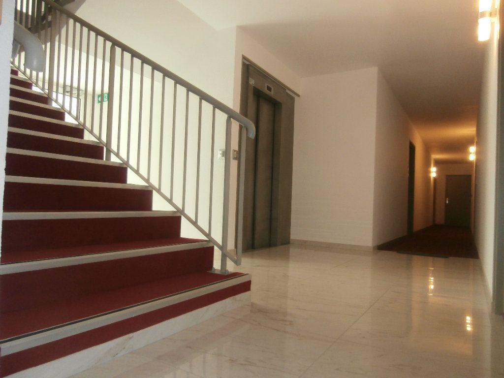 Appartement à louer 2 51m2 à Fontainebleau vignette-2