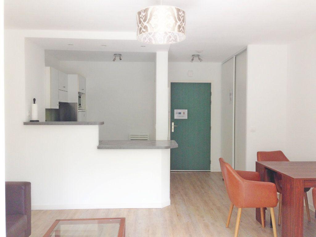 Appartement à louer 2 51m2 à Fontainebleau vignette-4