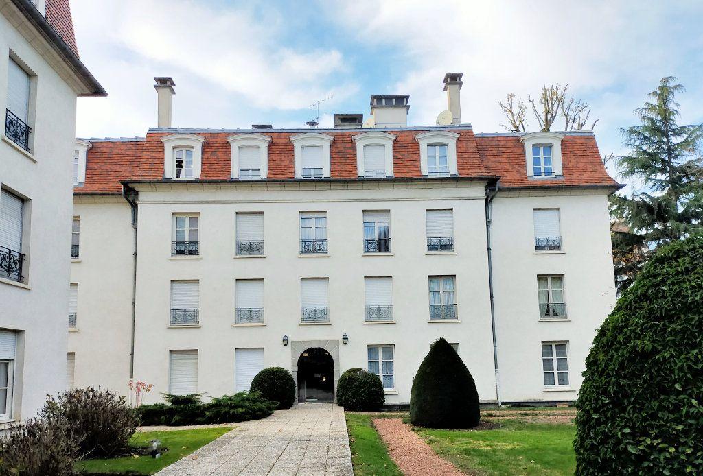 Appartement à louer 2 40.88m2 à Fontainebleau vignette-1
