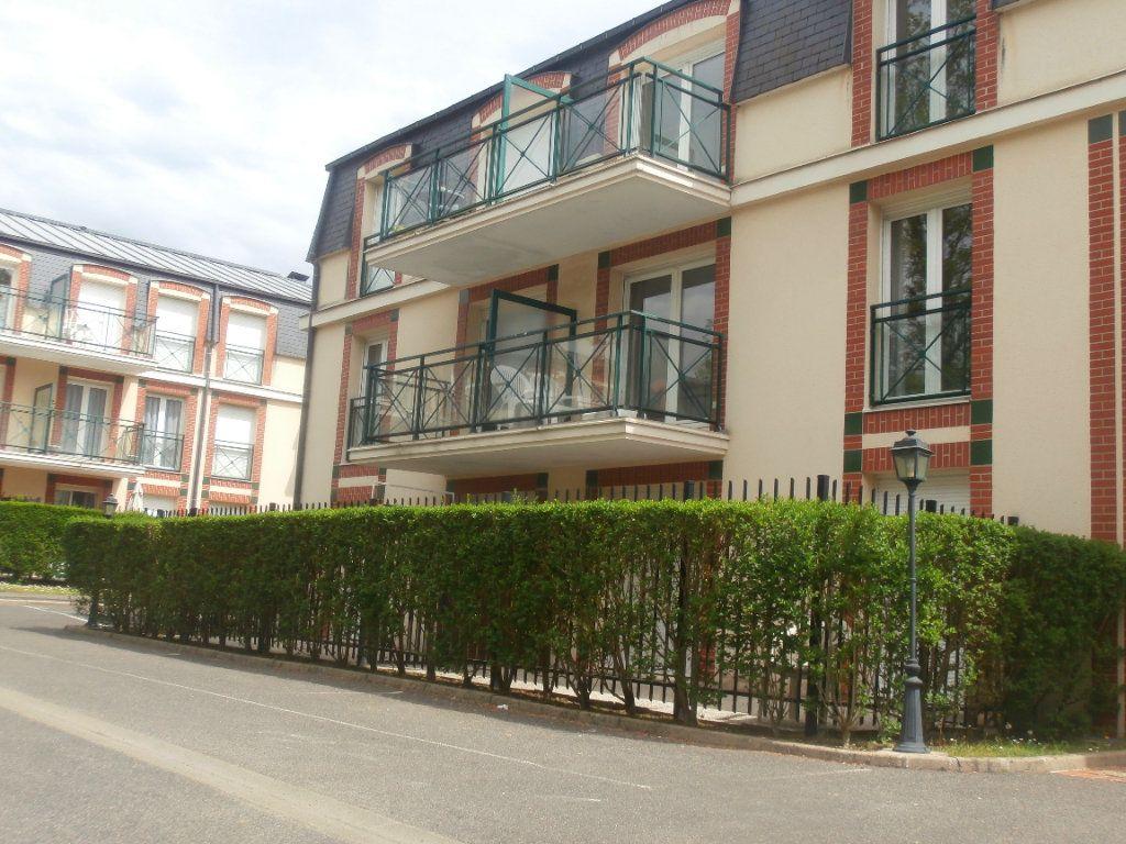 Appartement à louer 2 38m2 à Fontainebleau vignette-1