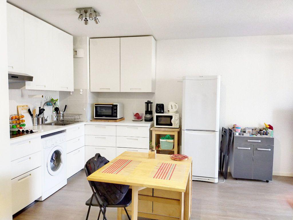 Appartement à louer 2 38m2 à Fontainebleau vignette-2