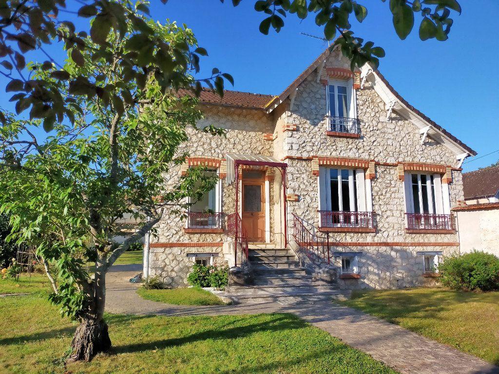 Maison à louer 4 115.82m2 à Veneux-les-Sablons vignette-1