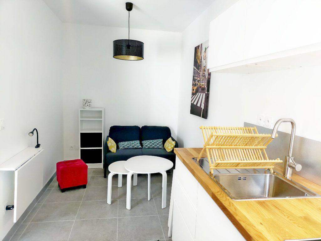 Appartement à louer 2 21m2 à Fontainebleau vignette-1