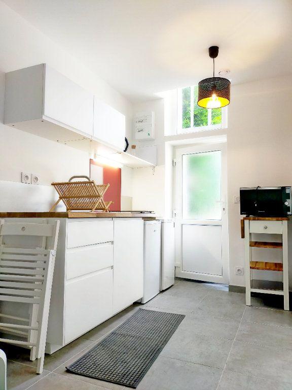 Appartement à louer 2 21m2 à Fontainebleau vignette-2
