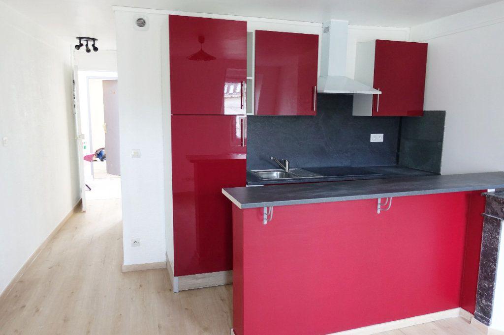 Appartement à louer 2 34.26m2 à Fontainebleau vignette-1