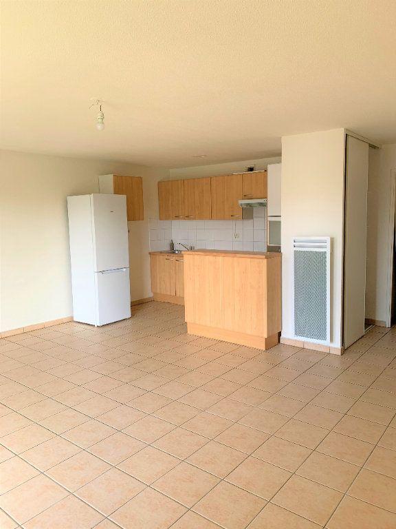 Appartement à louer 3 64m2 à Castelginest vignette-1