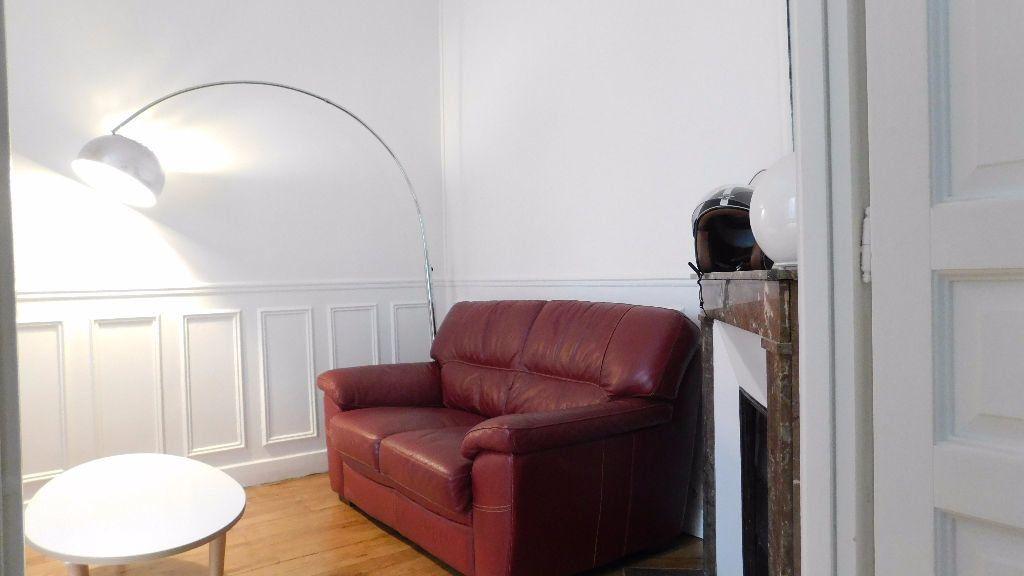 Appartement à louer 2 33m2 à Paris 18 vignette-3