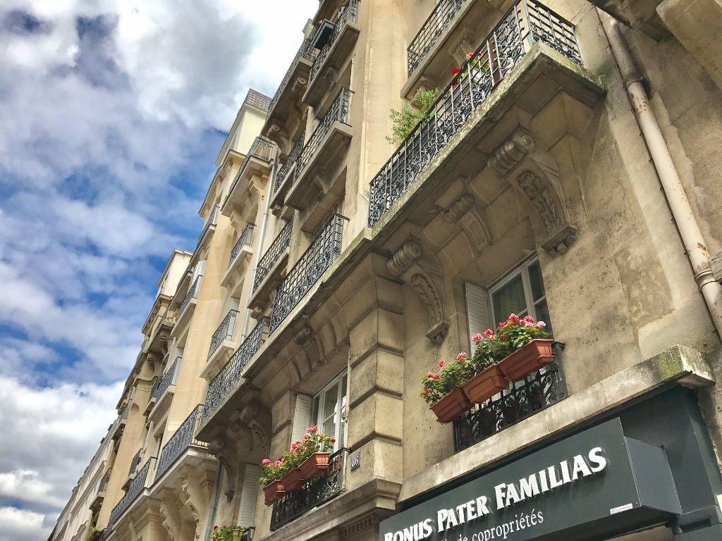 Appartement à louer 2 33m2 à Paris 18 vignette-7