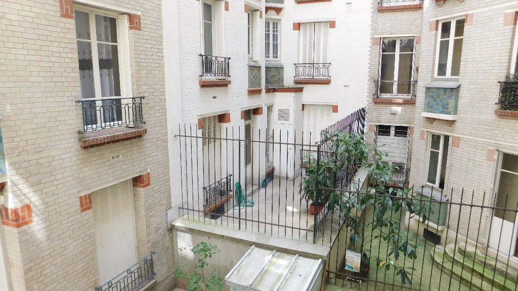 Appartement à louer 2 33m2 à Paris 18 vignette-9