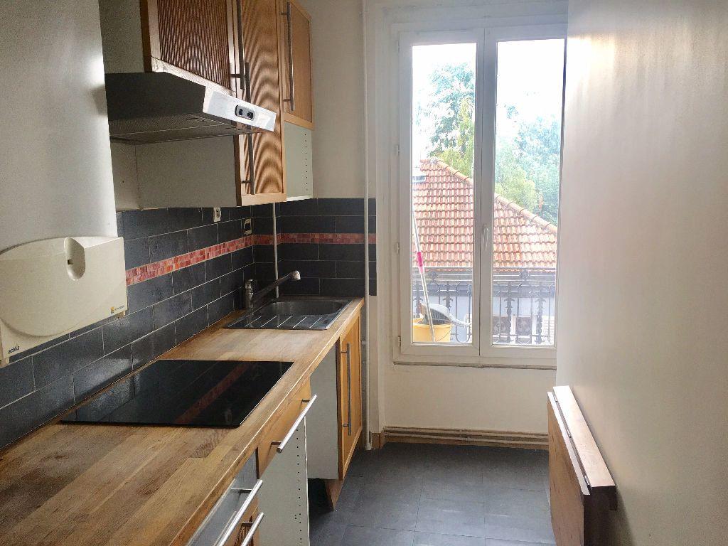 Appartement à louer 3 48m2 à Alfortville vignette-1