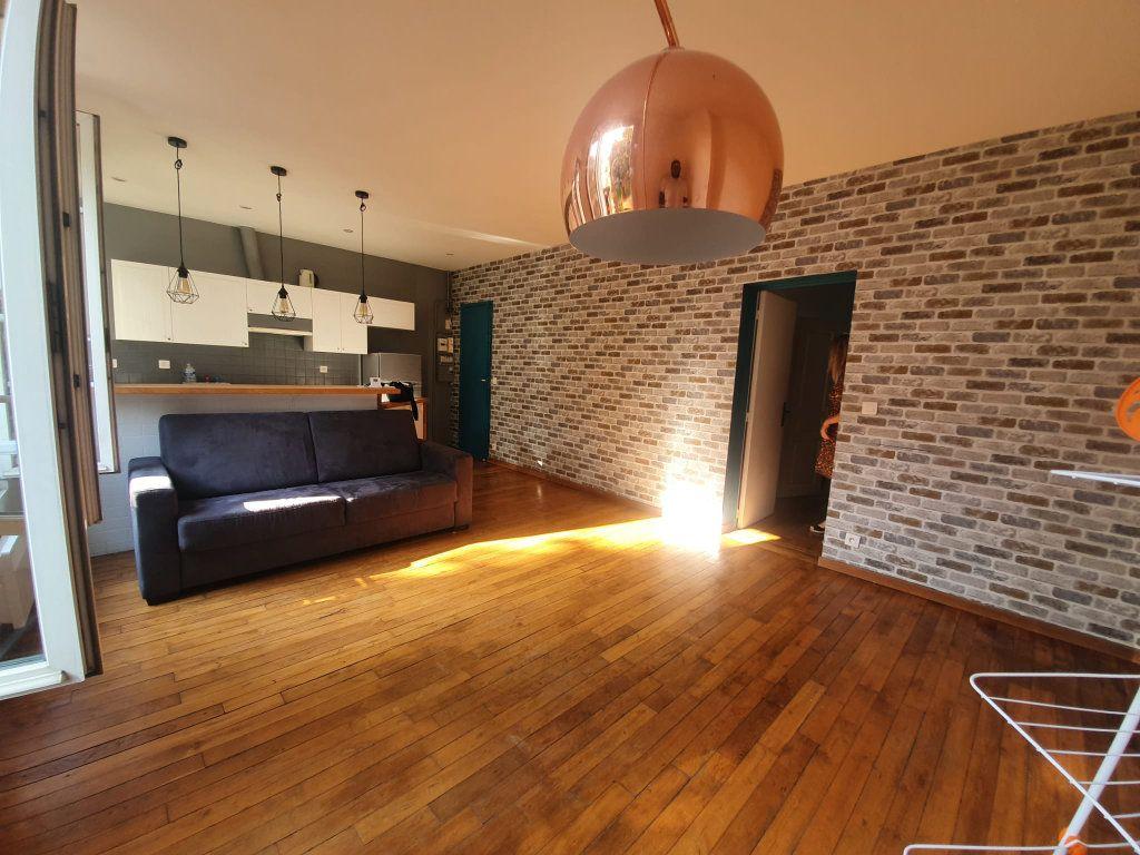 Appartement à louer 2 48m2 à Saint-Maurice vignette-1