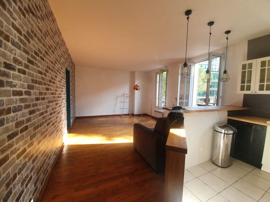 Appartement à louer 2 48m2 à Saint-Maurice vignette-2