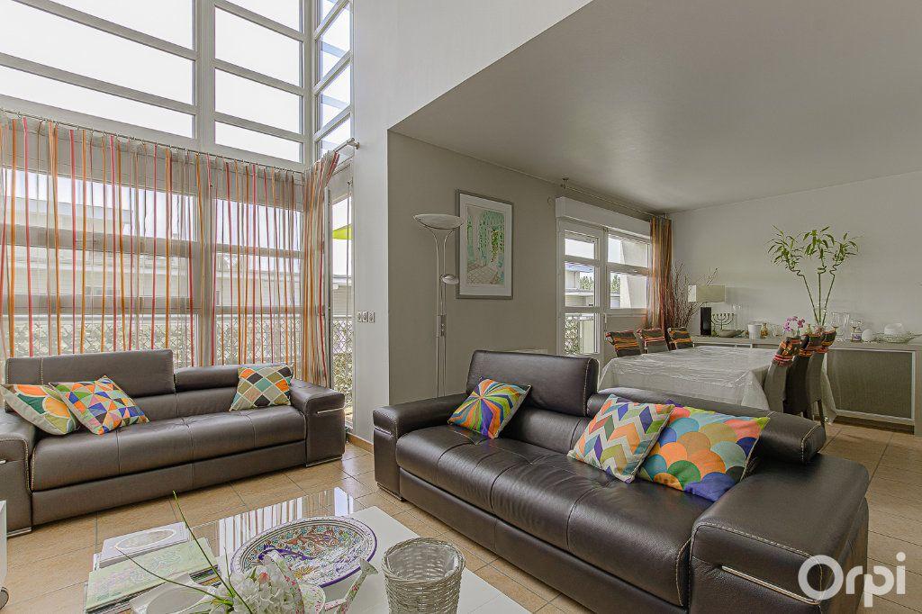 Appartement à vendre 5 109m2 à Joinville-le-Pont vignette-1