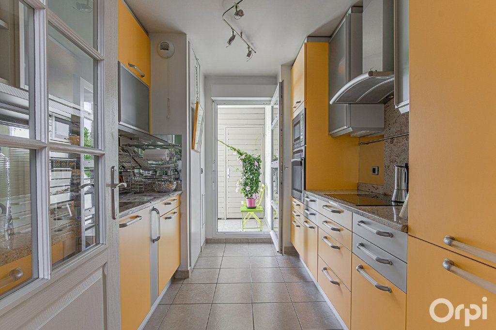 Appartement à vendre 5 109m2 à Joinville-le-Pont vignette-2