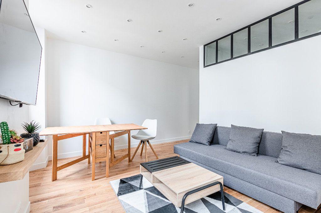Appartement à louer 2 33m2 à Paris 17 vignette-2