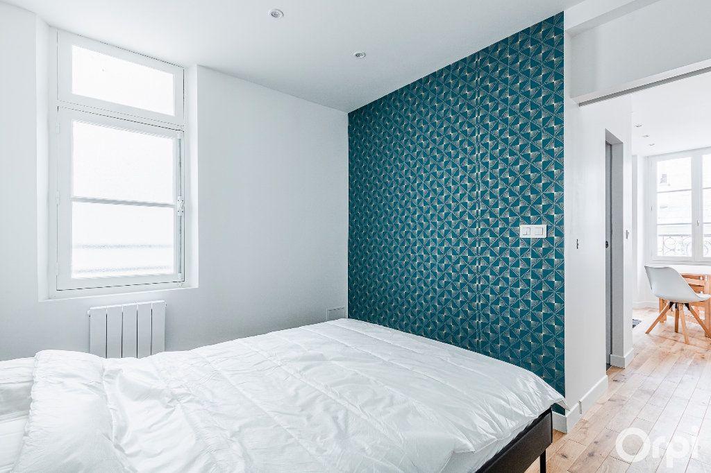 Appartement à louer 2 33m2 à Paris 17 vignette-11