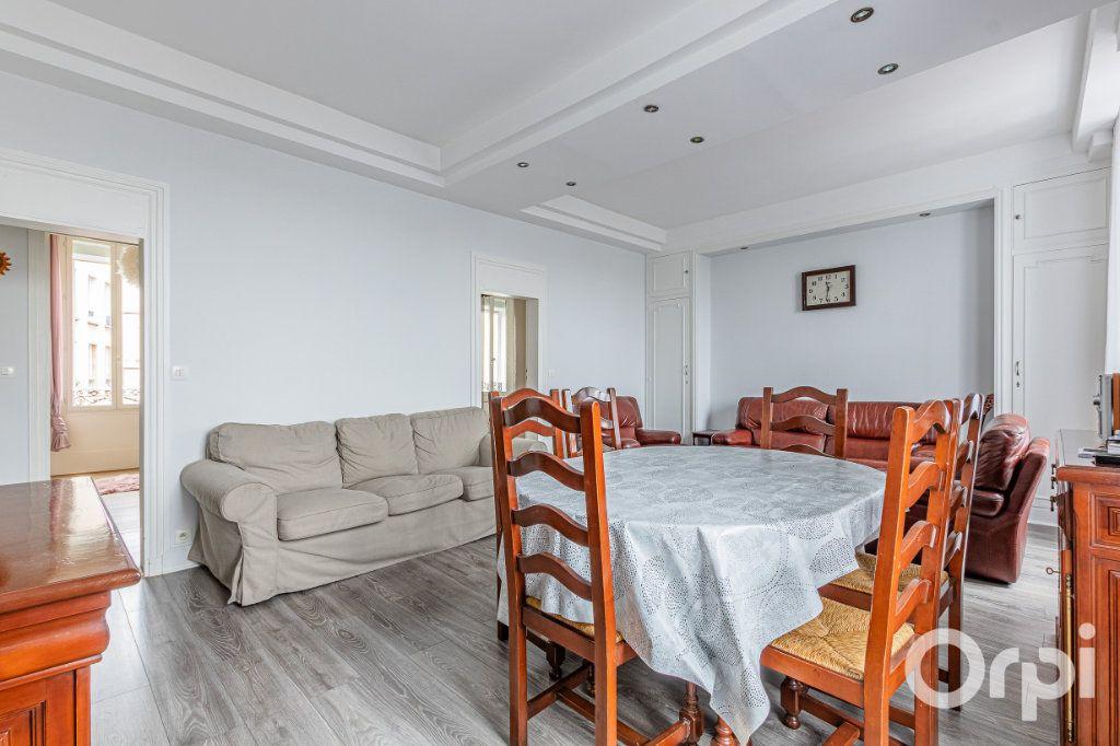 Appartement à vendre 3 67m2 à Paris 19 vignette-2