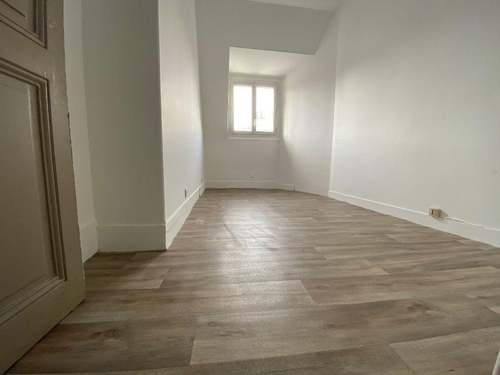 Appartement à vendre 1 7.89m2 à Paris 17 vignette-1