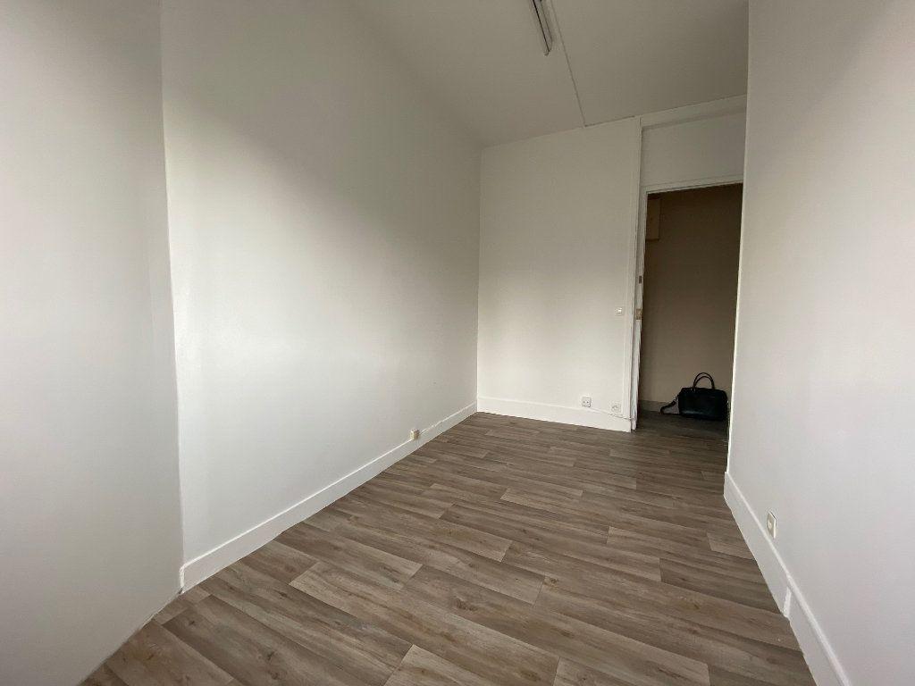 Appartement à vendre 1 7.89m2 à Paris 17 vignette-2