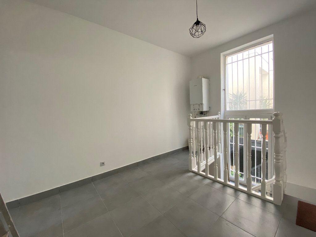 Appartement à louer 3 60.57m2 à Bagnolet vignette-2