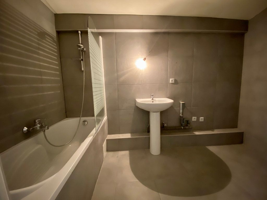 Appartement à louer 3 60.57m2 à Bagnolet vignette-3