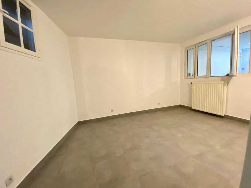 Appartement à louer 3 60.57m2 à Bagnolet vignette-4
